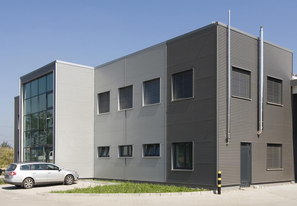 żaluzje fasadowe na całym budynku