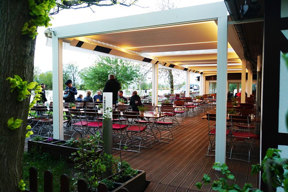 podświatlana-pergola-dla-restauracji